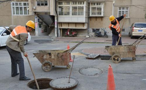 烟台市加大排水设施养护力度 清挖检查井3283座(图)